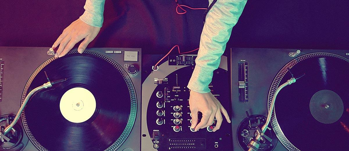 Things-to-Consider-When-Choosing-Your-Wedding-DJ
