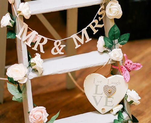 modern wedding mix decor wood