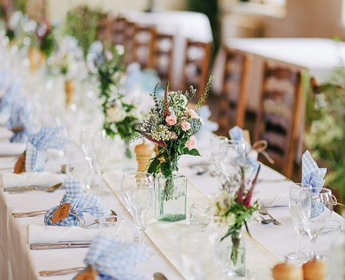 modern wedding table decor with flowers