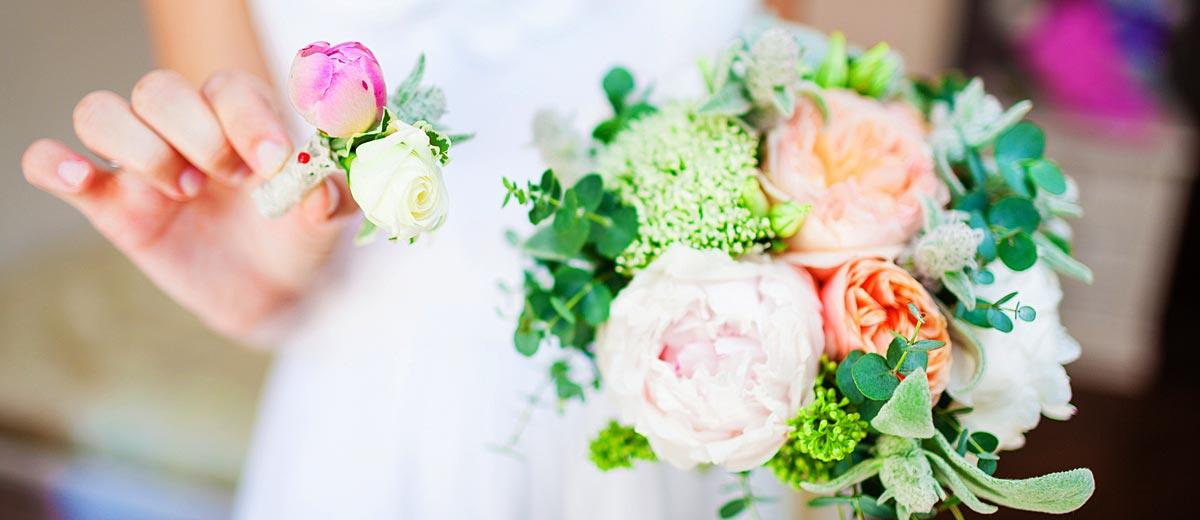 Stunning-Alternative-Summer-Wedding-Bouquets