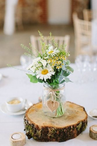 how to make wedding centerpieces daisies in the jars centerpices