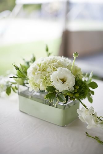 how to make wedding centerpieces white lisianthus hydrangea centerpiece