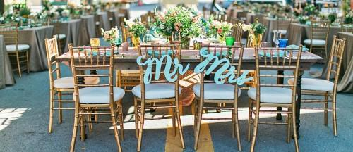 Total Guide To Wedding Signs And Decor