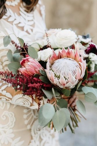 simple wedding ideas chic wedding bouquet