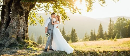eco friendly wedding newlyweds at the nature featured