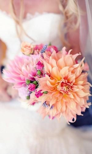 gorgeous summer wedding bouquets 1