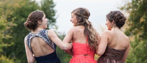 happy bridesmaids girls laughing featured