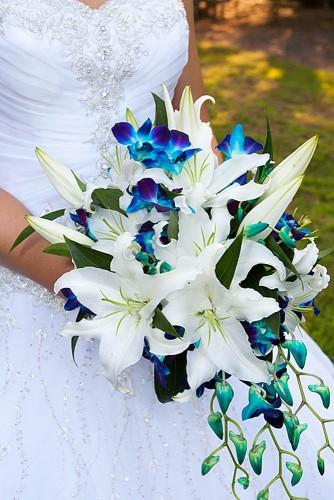 gorgeous wedding bouquets cariad photography