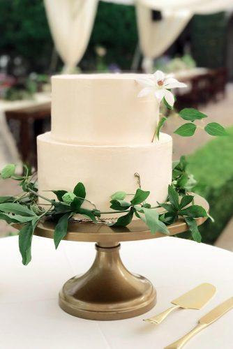 rustic wedding cakes white with flowers and greenery pippa_cakery via instagram