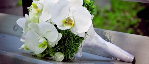 18 all white wedding bouquets inspiration featured