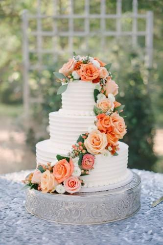 18 beautiful buttercream frosted wedding cakes 1