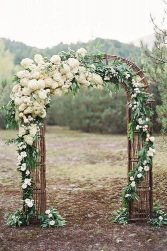 21 beautiful wedding arch ideas with flowers 19