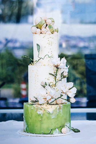 wedding cakes pictures white green with flowers and gold maria bondareva via instagram