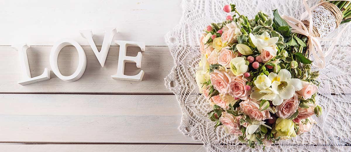 30 Chic Rustic Burlap & Lace Wedding Decor Ideas