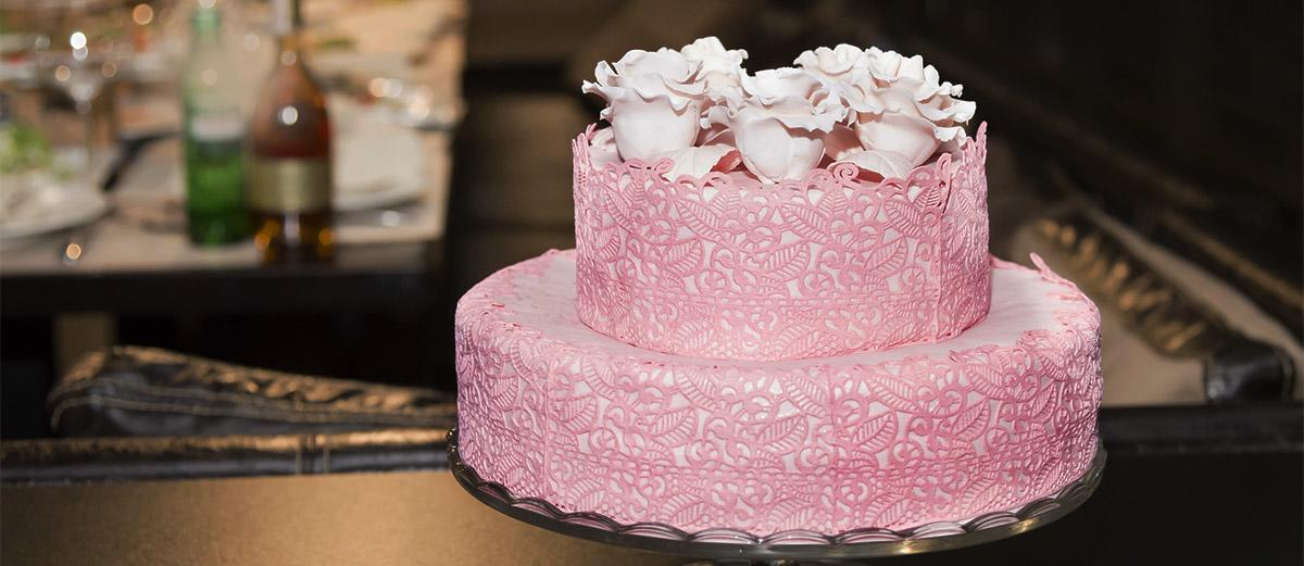 textured wedding cakes featured