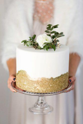 textured wedding cakes white with golden texture and flower cake glitter via instagram