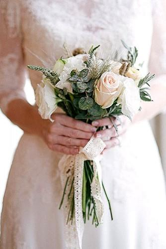 beautiful winter posy wedding bouquets 3