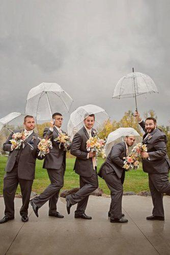 groomsmen photos groom with groomsmen under the umbrellas selah photography