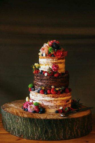 rustic wedding cake with fruits babbphoto