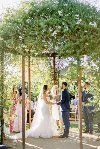 rustic wedding green arch and couple cocotran