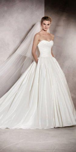 twins angelina jolie wedding dress 3