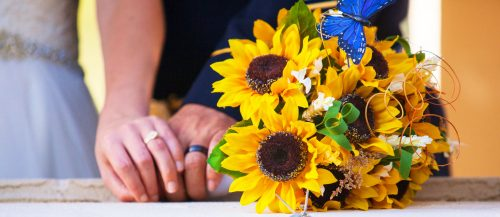 sunflower wedding decor ideas featured image