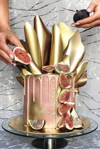drip wedding cakes pink with golden elements and guava stefani pollack via instagram