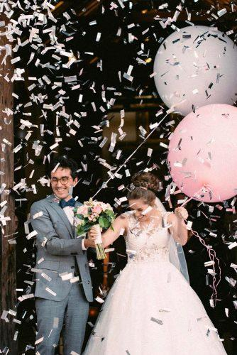 wedding photo shoot bride and groom with ballons in confetti loopstudios via instagram