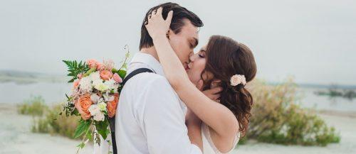 wedding kiss photos