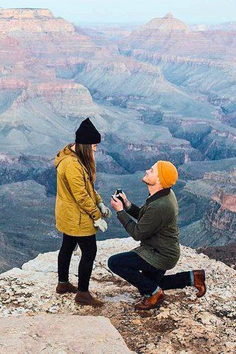 beautiful and romatic marriage-proposal on the mountain top