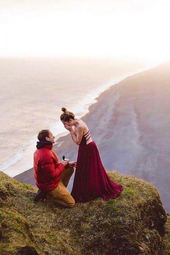 beautiful and romatic-marriage-proposal with mountains view