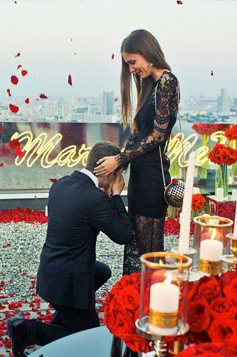 luxury marriage proposal on the moscow roof