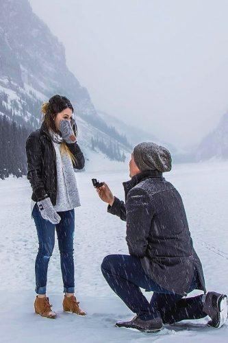 winter marriage proposal during snowfall