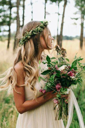 greenery hairstyle ideas for a bride