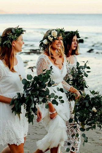 greenery wedding bride and bridesmaids style for beach ceremony
