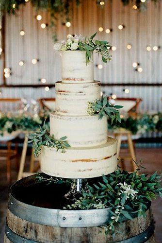 greenery wedding cake idea for rustic wedding