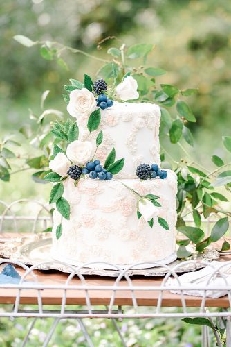 amazing wedding cakes white decorated with roses and berries scott & dana photographers via instagram