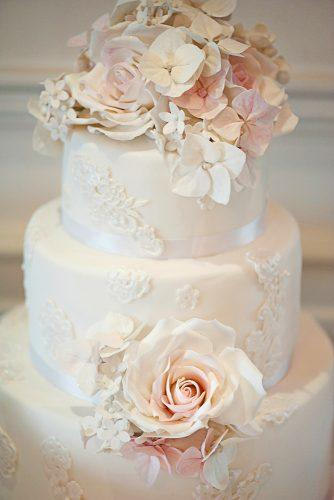 beautiful wedding cakes elegant lace topper satin ribbon elizabeths cake emporium