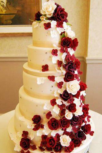 beautiful wedding cakes huge cake with red roses we want cake