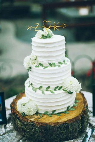 beautiful wedding cakes toppers- script fresh flowers from the daisies