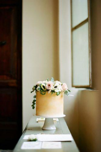 italian wedding cakes tende and elegant-italian-cake-with flowers cinzia bruschini