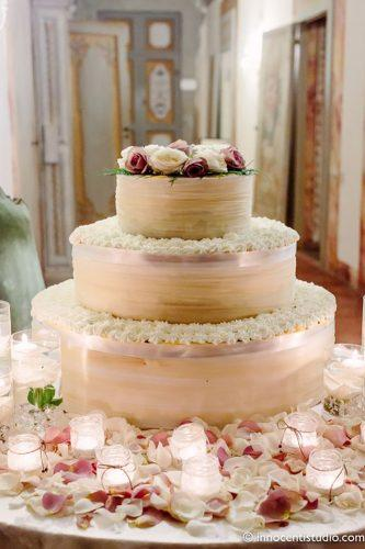 italian wedding cakes tender-italian-cake-with flowers innocentistudio