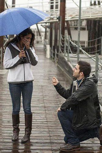 wedding proposal ideas in the rain propose