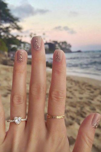 wedding proposal ideas ring selfy against the beach