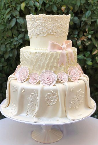 beautiful wedding cakes lace wedding cake kitoscakes