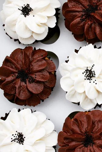 chocolate wedding cupcake black and white cupcakes hennybcakes