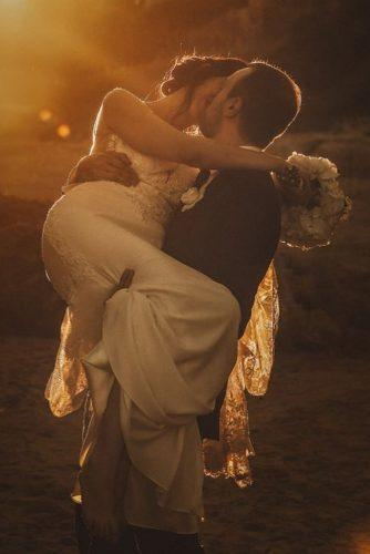 creative wedding kiss photos bride and groom in sunset sonia aloisi photographer