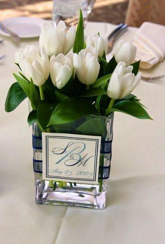 wedding centerpieces white tulps centerprice Jasmine Star Photography