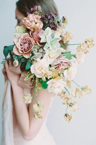 beautiful wedding bouquets with delicate colors in pastel colors darcy benincosa via instagram