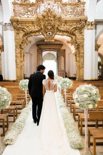 church wedding decorations the bride and groom walk along the aisle decorated with gypsophila photography by brancoprata